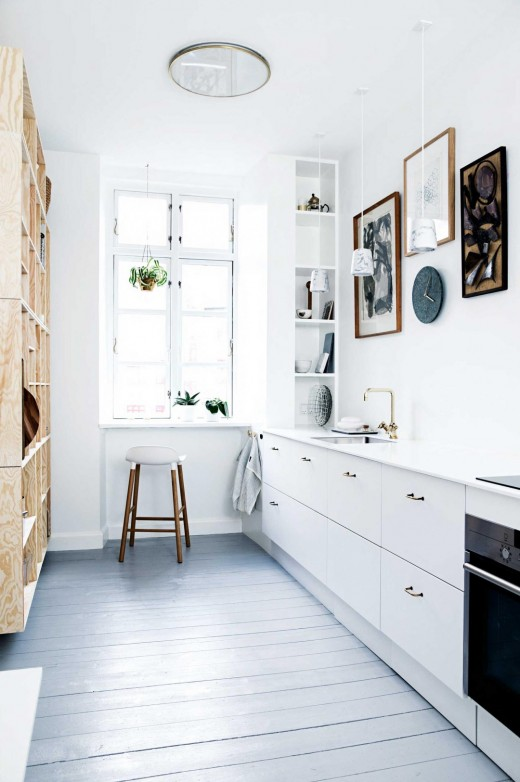 http://www.insideout.com.au/renovations/kitchen/one-small-kitchen-two-fresh-and-inspiring-looks?ret=%2F